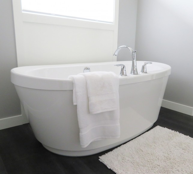 An image of a contemporary bathroom with a white free-standing bath.