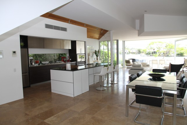 An image of a modern kitchen which has been newly renovated.