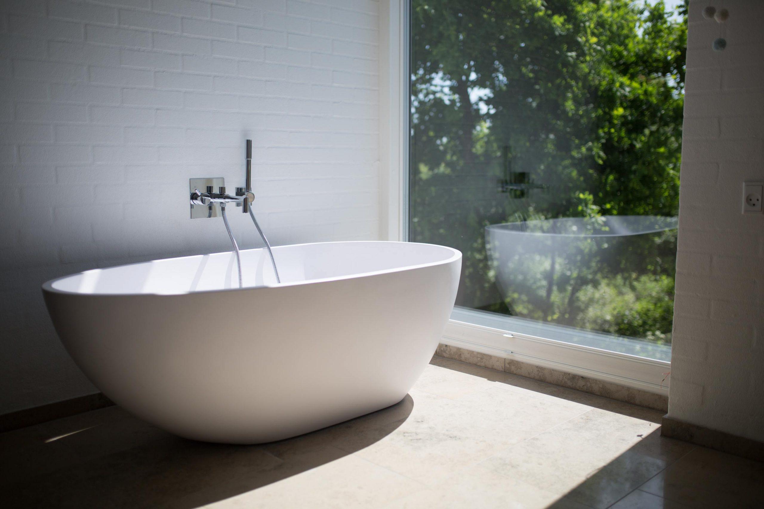 Image of a bath tub by a window